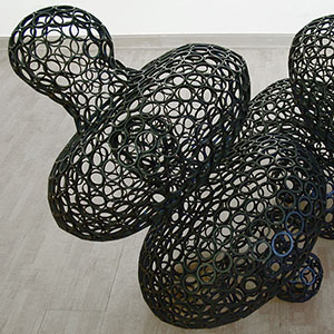 Float, 2002, steel blackened,93 x 138 x 91 cm